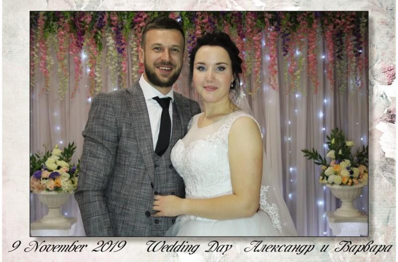 Фото из фотобудки на свадьбе